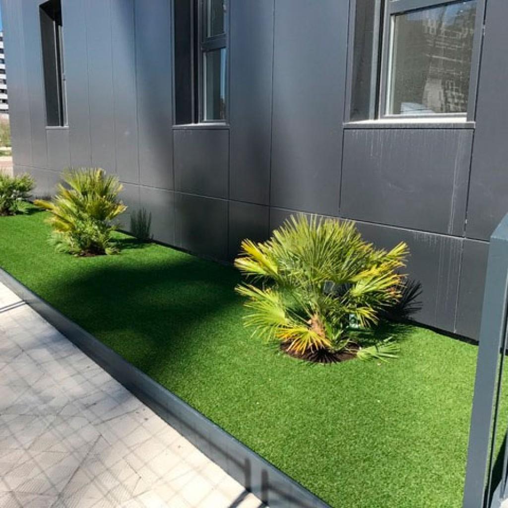 Plantaci n y colocaci n de c sped artificial en edificio - Colocacion cesped artificial ...